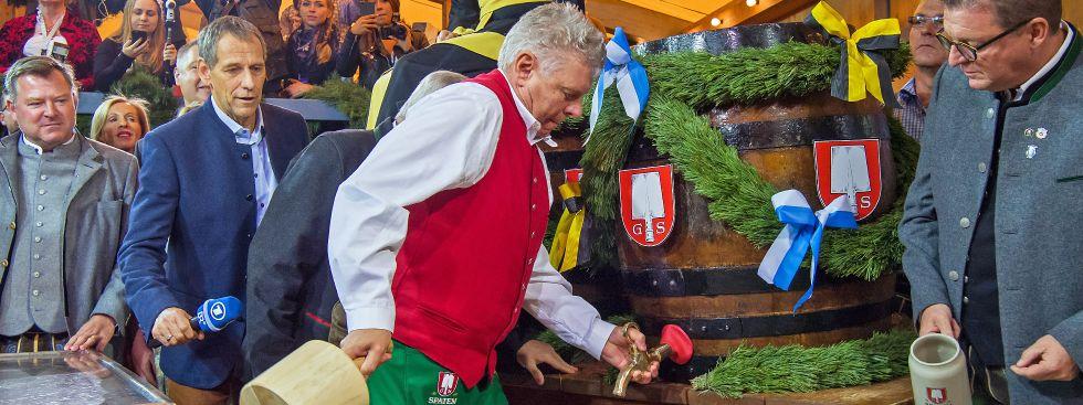OB Dieter Reiter beim Anstich des ersten Fass Oktoberfest-Biers., Foto: dpa