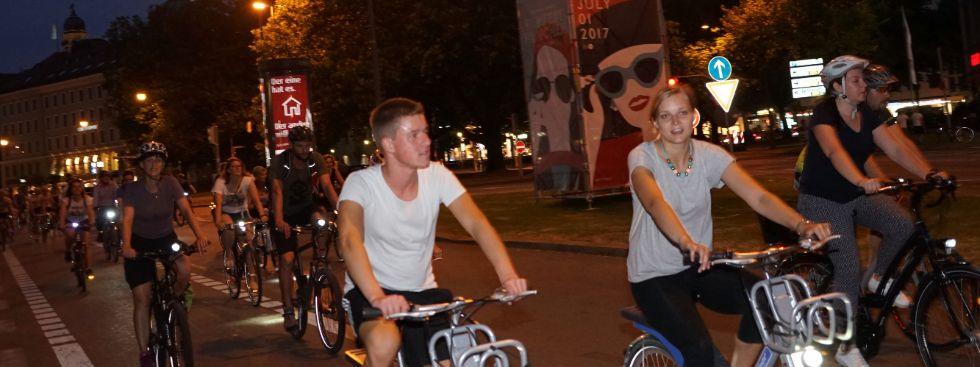 Leute fahren Fahrrad, Foto: muenchen.de/ Dan Vauelle