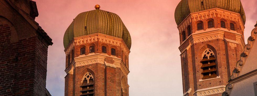 Frauenkirche bei Sonnenuntergang, Foto: Michael Eichhammer / Fotolia.com