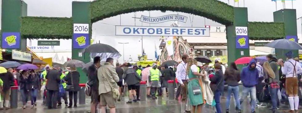 Der Haupteingang auf das Oktoberfest.