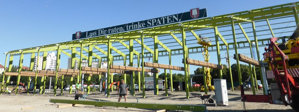Aufbau der Ochsenbraterei, Foto: muenchen.de