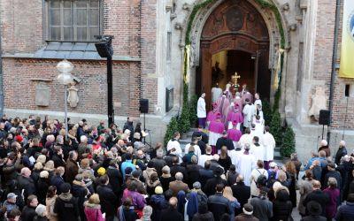 Öffnung der Heiligen Pforte an der Frauenkirche durch Reinhard Kardinal Marx