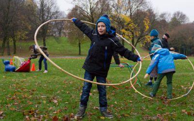 Spielaktionen für Kinder im Herbst im Westpark in München