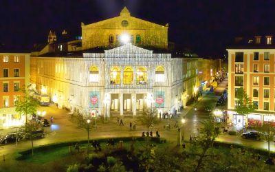 Das Gärtnerplatztheater von Außen bei Nacht