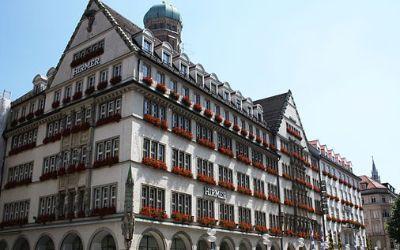 Hirmer Geschäftshaus zum schönen Turm