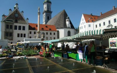 Markttag auf dem Marienplatz in Freising
