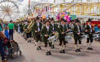 Bayerische Musikgruppe auf dem Frühlingsfest
