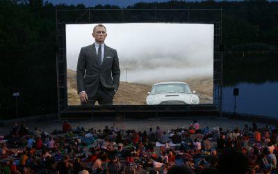 Kino, Mond & Sterne - Leinwand mit Skyfall