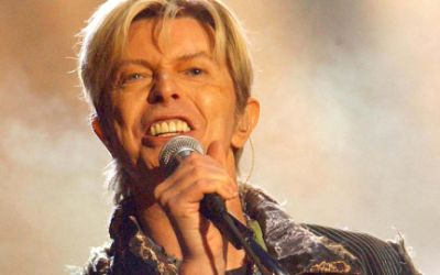 David Bowie während eines Konzerts
