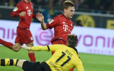 Joshua Kimmich im Zweikampf mit dem Dortmunder Marco Reus (am Boden).