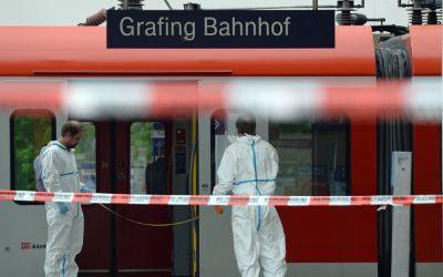 Polizeiabsperrung am Bahnhof Grafing nach der Messerattacke vom 10.5.2016