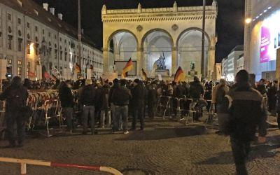 Pegida-Demonstranten vor der Feldherrnhalle