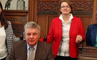 Oberbürgermeister Dieter Reiter unterzeichnet die EU-Gleichberechtigungs-Charta