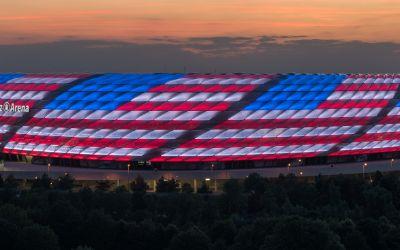 Die Allianz Arena in amerikanischen Farben.