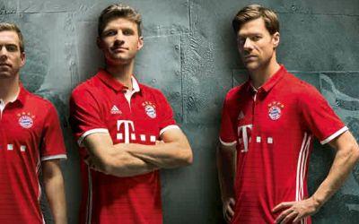 Philipp Lahm, Thomas Müller und Xabi Alonso im neuen Trikot des FC Bayern für die Saison 2016/17