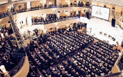 Der Tagungssaal für die Münchner Sicherheitskonferenz im Hotel Bayerischer Hof