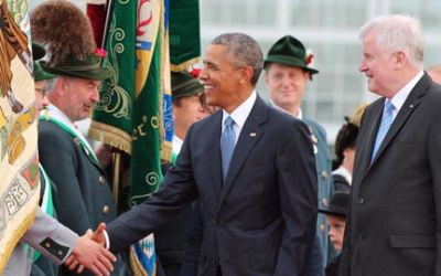 Ministerpräsident Horst Seehofer empfängt US-Präsident Barack Obama am Münchner Flughafen