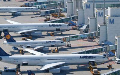 Lufthansa-Flugzeuge am Münchner Flughafen.