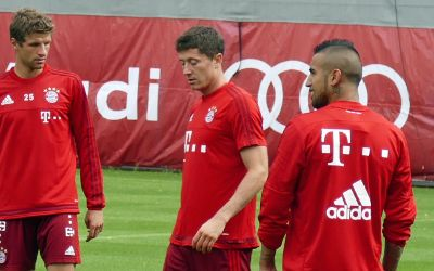 Thomas Müller, Robert Lewandowski und Arturo Vidal im Training
