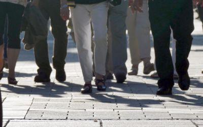 Menschen in der Fußgängerzone