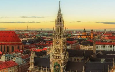 Fotowettbewerb Teilnehmerbild: Aussicht auf das Rathaus in Abenddämmerung
