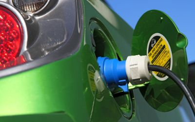 Auftanken eines Elektroautos