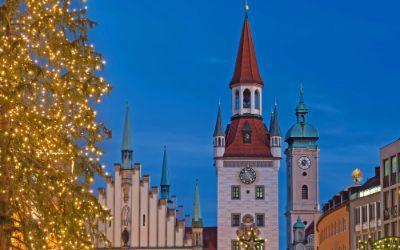 Altes Rathaus mit Christbaum