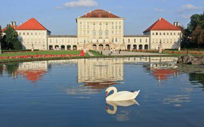 Die Idylle des Schloss Nymphenburg in München.