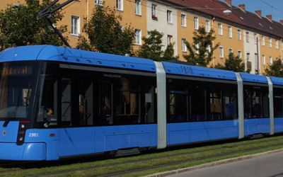 Die Trambahn fährt durch München.