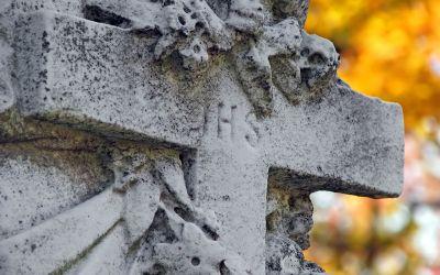 Jesuitenkreuz mit IHS-Innschrift