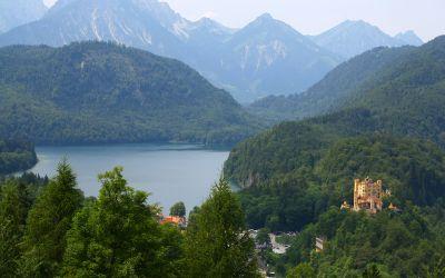 Schloss Hohenschwangau mit dem Alpsee