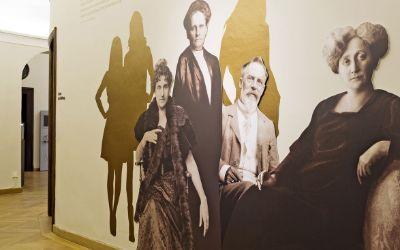 """Ausstellung """"Evas Töchter"""""""