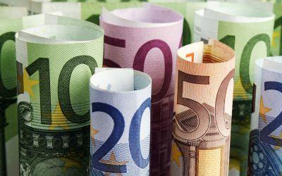 Euroscheine gerollt