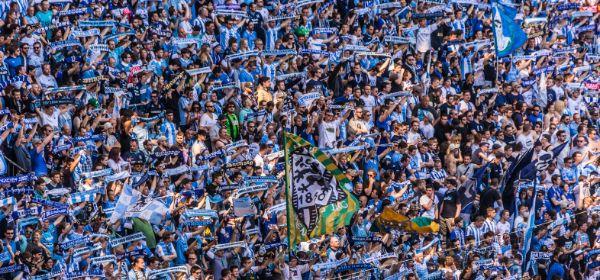 1860 Fans in der Kurve der Allianz Arena