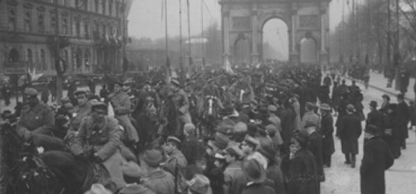 Soldaten zu Pferd in der Ludwigstraße