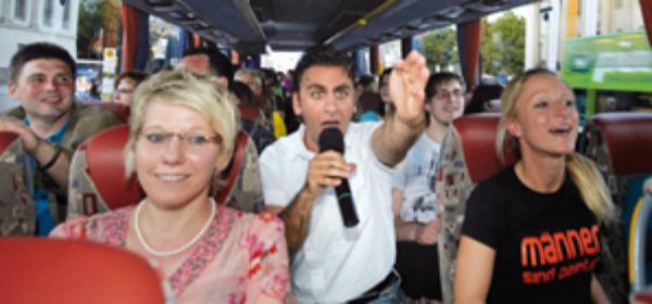 Bus während Führung