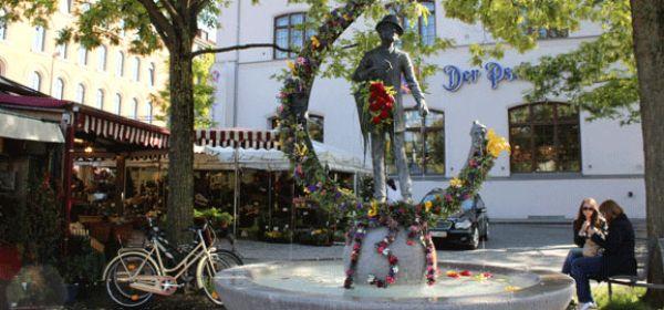 Karl Valentin Statue