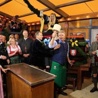 O'zapft is! Oberbürgermeister Dieter Reiter eröffnet die Wiesn