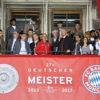 OB Dieter Reiter spricht bei der Meisterfeier
