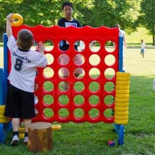 Spielaktion für Kinder im Sommer im Westpark