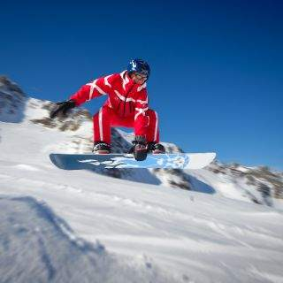 Skifahren und Snowboarden in den Skigebieten