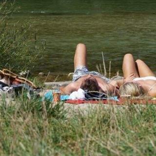 So genießen die Münchner den Sommer an der Isar
