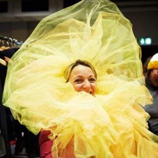 Ob tolle Kleider, ausgefallene Kopfbedeckungen, lustige Accessoires oder schräge Kostüme: Der Kostümverkauf am Gärtnerplatztheater begeistert besonders Faschingsfreunde...