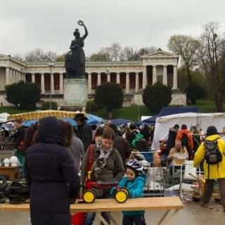 Riesenflohmarkt auf der Theresienwiese 2013