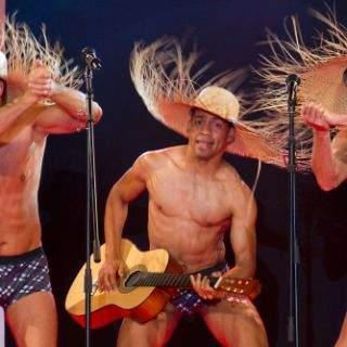 Mit witzigen Hüten und einer tollen Performance der Models wurde das Publikum unterhalten.