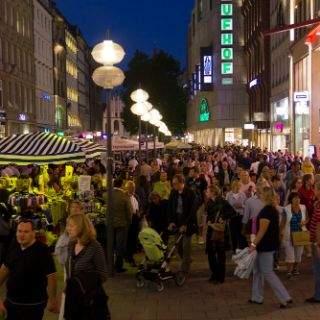 Mehr als 200 000 Menschen kamen in die Münchner Innenstadt - zum nächtlichen Shoppen und natürlich wegen der vielen tollen Veranstaltungen, die diesen Abend zu einer gelungenen 6. Kult(ur)- Shoppingnacht machten.