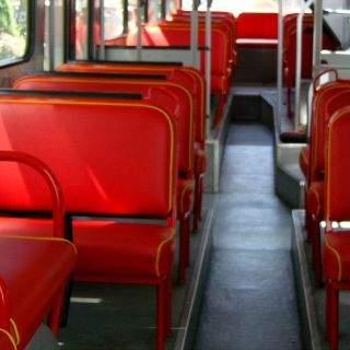 Da bleiben die unteren Sitzreihen schon mal leer, ...