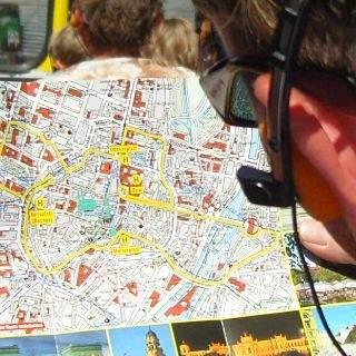 Die Route quer durch die Innenstadt kann jeder Passagier selbst mitverfolgen...