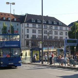 Ob nun in einer oder in zwei Stunden, im blauen oder im gelben Bus - die Münchner Sehenswürdigkeiten erlebt man dabei aus einer anderen Perspektive.