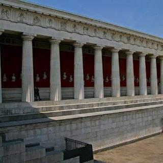 Zwischen 1843 und 1853 entstand die Ruhmeshalle des Hofbaumeisters Leo von Klenze.